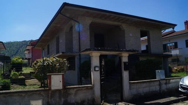 Villa in vendita a Baia e Latina, 5 locali, prezzo € 165.000 | Cambio Casa.it