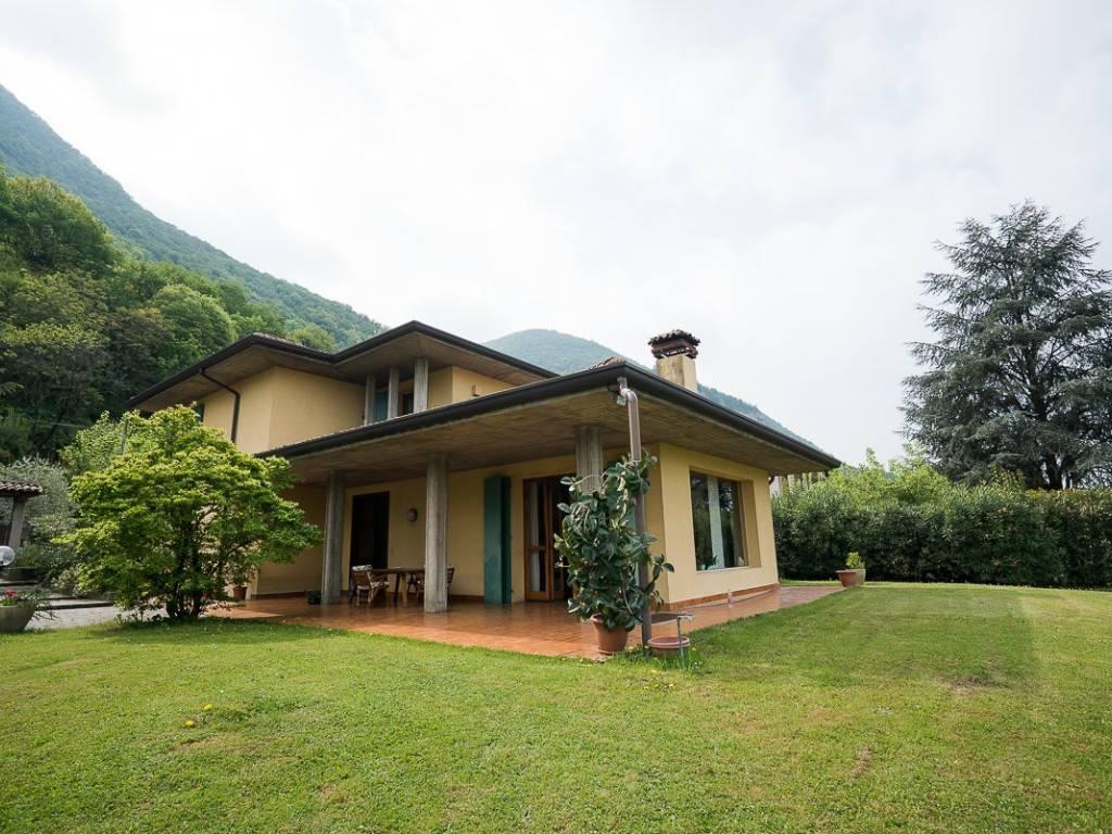 foto  Villa unifamiliare, buono stato, 410 mq, Sulzano