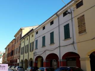 Foto - Palazzo / Stabile due piani, da ristrutturare, Cento
