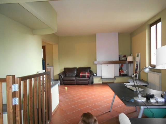 Villa in affitto a Pescia, 6 locali, prezzo € 1.300 | Cambio Casa.it
