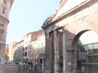 Foto - Trilocale via del Portico d'Ottavia, Centro Storico, Roma