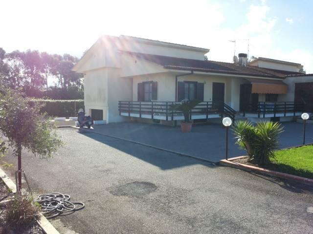 Villa in vendita a Latina, 6 locali, prezzo € 330.000 | Cambio Casa.it