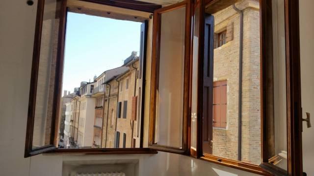 Appartamento in affitto a Padova, 4 locali, zona Zona: 1 . Centro, prezzo € 1.200 | Cambio Casa.it