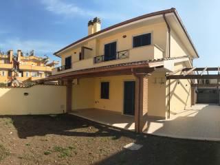 Foto - Villa, nuova, 100 mq, Pomezia