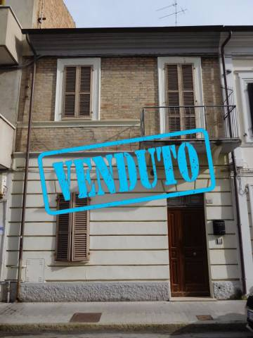 Soluzione Indipendente in vendita a Civitanova Marche, 4 locali, prezzo € 175.000 | Cambio Casa.it