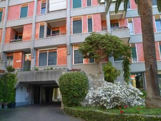 Foto - Quadrilocale buono stato, primo piano, Nervi, Genova