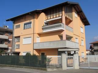 Foto - Trilocale via Gozzano 26, Borgomanero