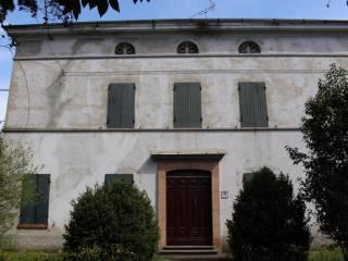 Foto - Palazzo / Stabile quattro piani, buono stato, Maiatico, Sala Baganza