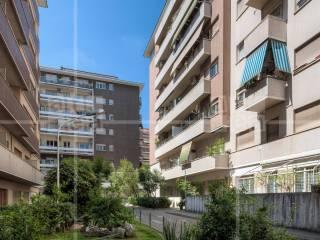 Foto - Quadrilocale buono stato, quarto piano, Cipro, Roma