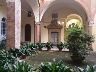 Foto - Trilocale ottimo stato, piano terra, Galvani, Bologna