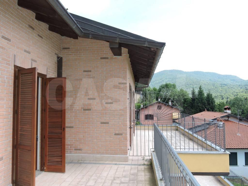 foto  Villa a schiera 4 locali, nuova, Bedero Valcuvia