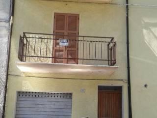 Foto - Appartamento via Fonte Avellana 9, Isola Fossara, Scheggia e Pascelupo