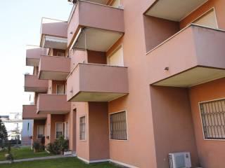 Foto - Bilocale via Madonnina del Grappa, Legnano