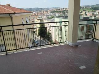 Foto - Trilocale da ristrutturare, terzo piano, regione Marche, Ancona