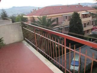 Foto - Quadrilocale buono stato, secondo piano, Brecce Bianche, Ancona