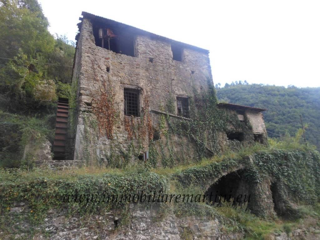 foto  Palazzo / Stabile due piani, da ristrutturare, Castel Vittorio