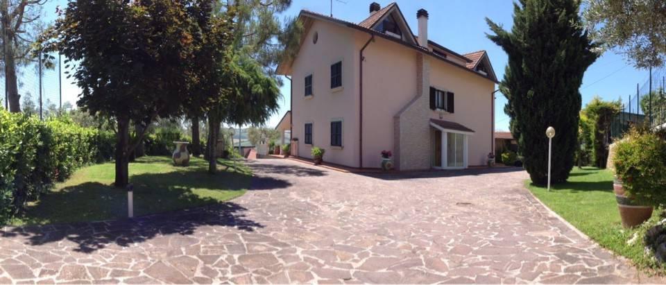 foto  Villa, ottimo stato, 490 mq, Colli del Tronto