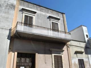 Foto - Palazzo / Stabile due piani, da ristrutturare, Arnesano