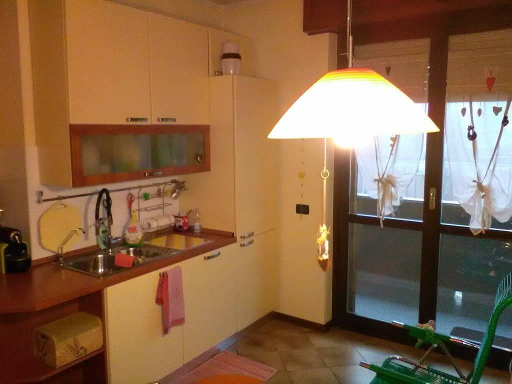 foto cucina abitabile Trilocale buono stato, secondo piano, Pizzighettone