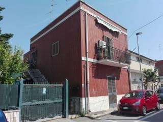 Foto - Trilocale da ristrutturare, primo piano, Santo Spirito, Bari