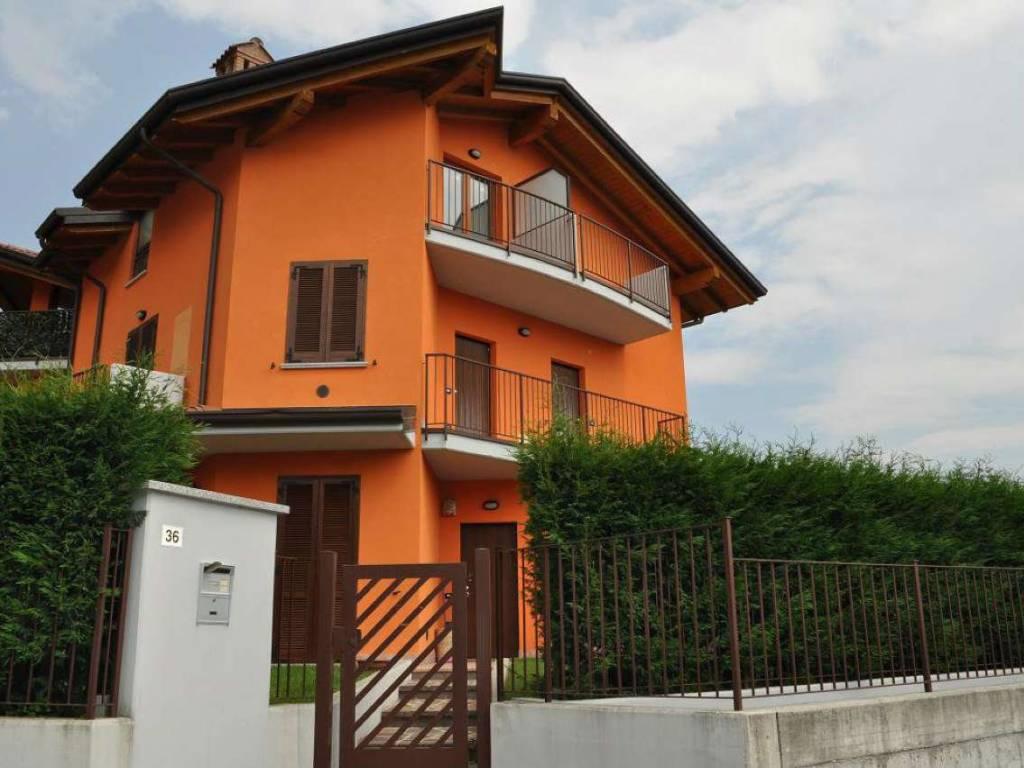 foto FACCIATA 2-room flat via Colombera di Sotto, Cisano Bergamasco