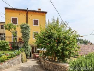 Foto - Rustico / Casale via Indentro, Avesa, Verona