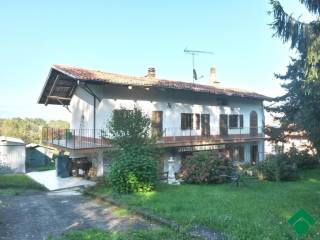 Foto - Casa indipendente cascina gianetto, 12, Magnano