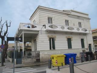 Foto - Quadrilocale da ristrutturare, piano rialzato, Santo Spirito, Bari