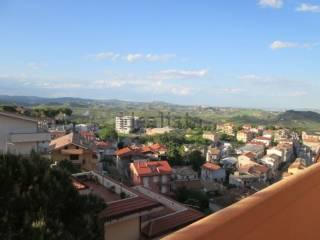 Foto - Quadrilocale buono stato, terzo piano, Loreto Aprutino
