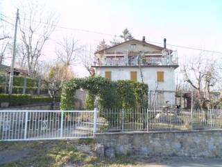 Foto - Palazzo / Stabile tre piani, da ristrutturare, Villaggio Europa, Lizzano In Belvedere