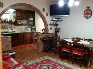 Foto - Quadrilocale via San Benedetto 9, Valverde