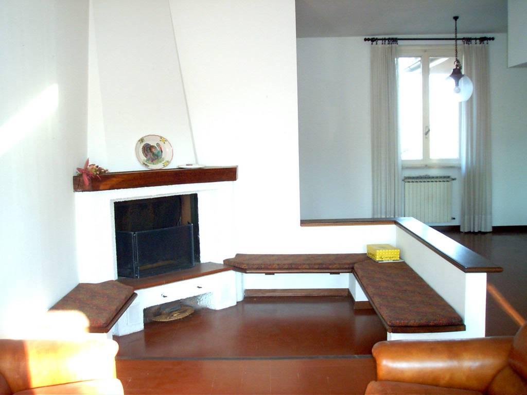 foto soggiorno Villa bifamiliare, buono stato, 300 mq, San Fiorano