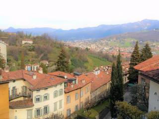 Foto - Trilocale da ristrutturare, secondo piano, Città Alta, Bergamo