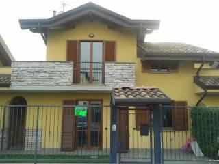Foto - Villetta a schiera 4 locali, buono stato, Turate