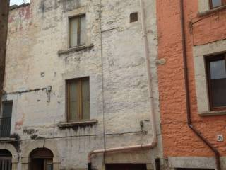 Foto - Palazzo / Stabile quattro piani, da ristrutturare, Andria