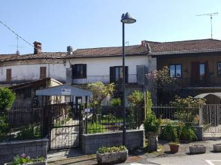 Foto - Casa indipendente piazza C  Battisti 7, Cureggio