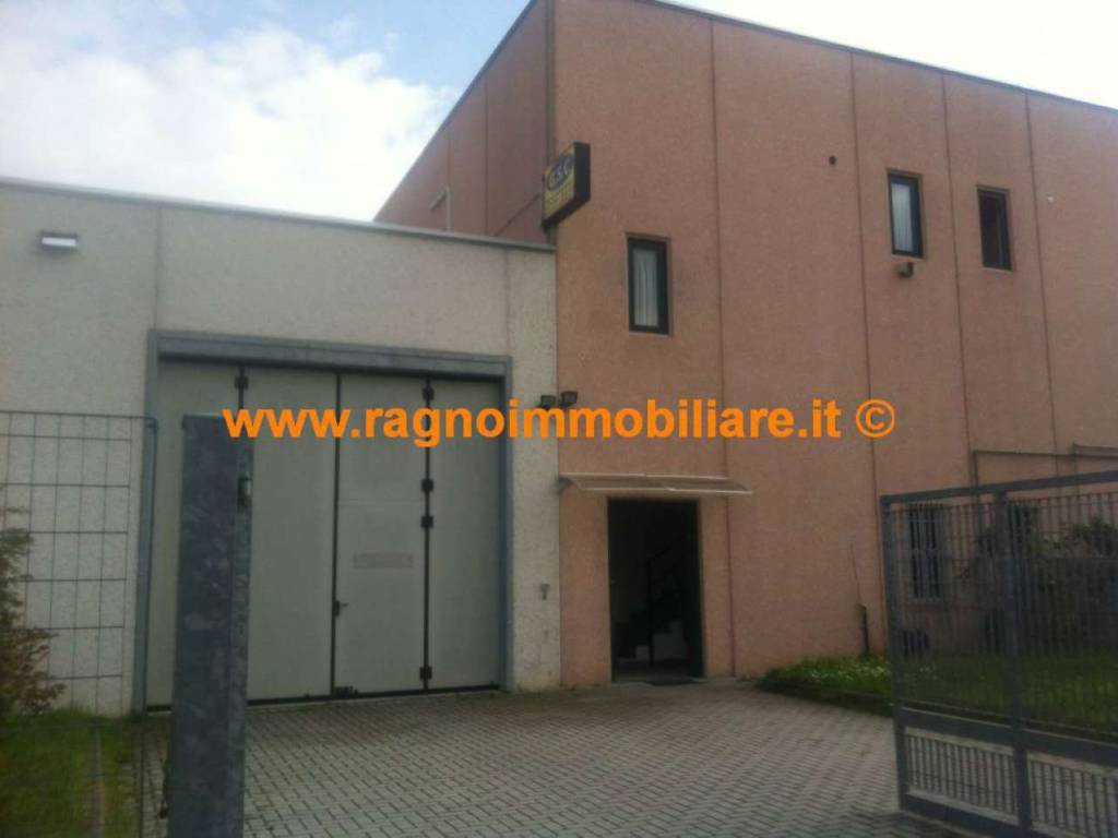 foto  Showroom in Affitto a Casarile