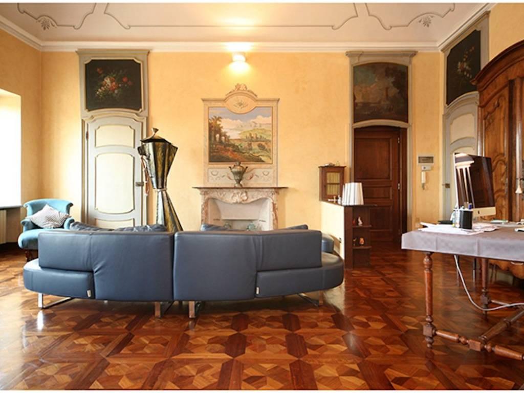 foto Salone Appartamento in Vendita a Chieri