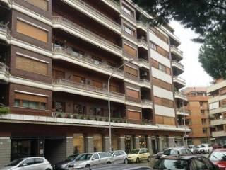 Foto - Trilocale ottimo stato, secondo piano, Omboni, Roma