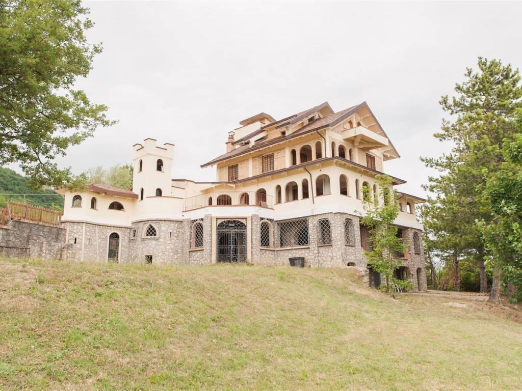 foto  Casale corso Bertona, Montebello di Bertona