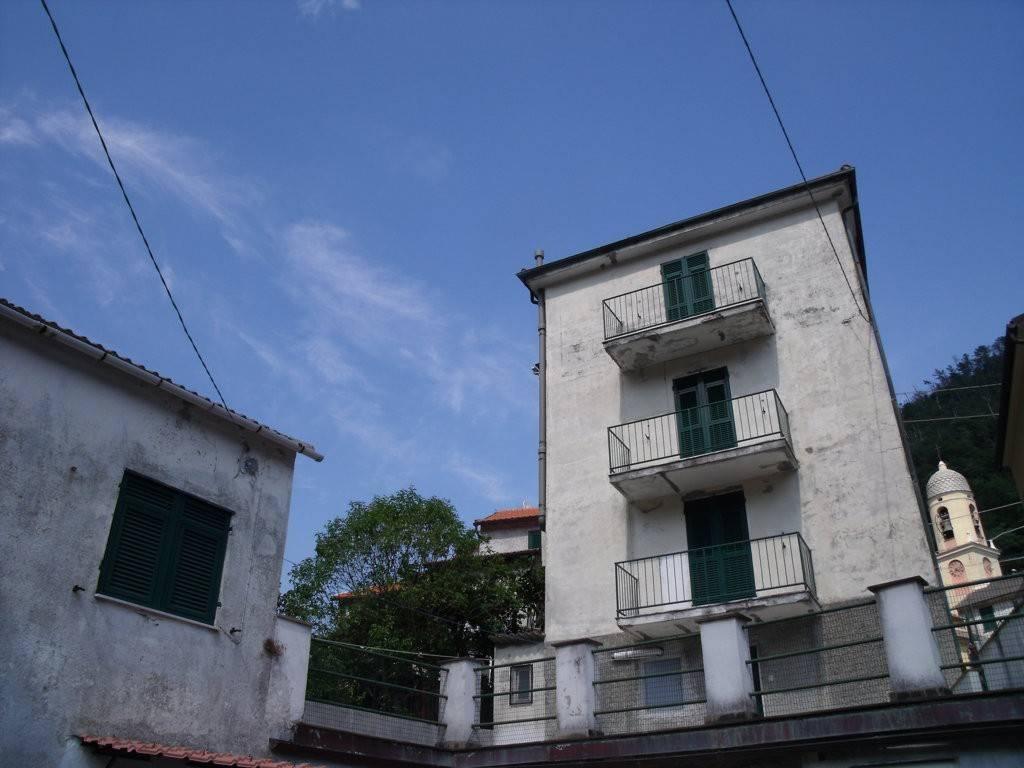 foto  Palazzo / Stabile tre piani, da ristrutturare, Genova