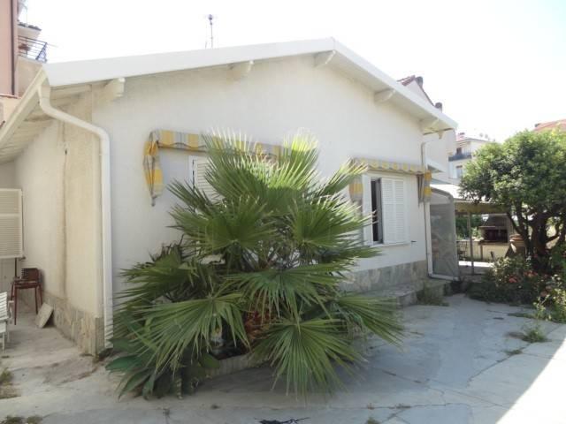foto zona esterna Villa, buono stato, 75 mq, Riva Ligure