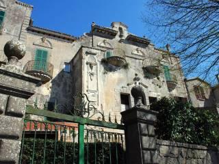 Foto - Palazzo / Stabile tre piani, da ristrutturare, Montefiascone