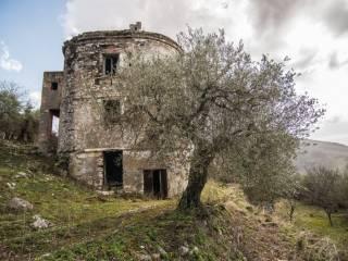 Foto - Rustico / Casale, da ristrutturare, 15000 mq, Quadrelle