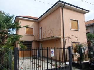 Foto - Villa, da ristrutturare, 180 mq, Meda