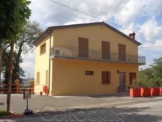 Foto - Palazzo / Stabile tre piani, nuovo, Montone