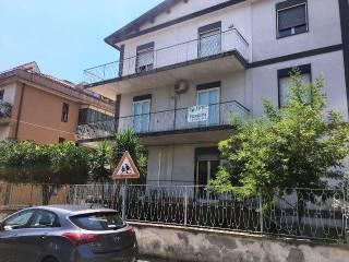 Foto - Trilocale da ristrutturare, primo piano, Sant'Agata Li Battiati