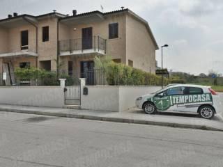 Foto - Villetta a schiera 5 locali, nuova, Belforte Del Chienti