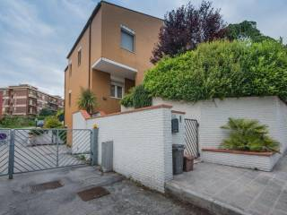 Foto - Appartamento via Esino 179, Torrette, Ancona