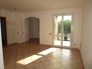 Foto - Trilocale ottimo stato, secondo piano, Villa Pieve, Guastalla